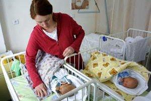 Mnohé matky nevedia o termínoch, ktoré musia po pôrode stihnúť, a odovzdávajú tlačivá do Sociálnej poisťovne neskôr.