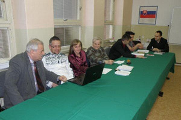 Okrsková komisia tipovala volebnú účasť.