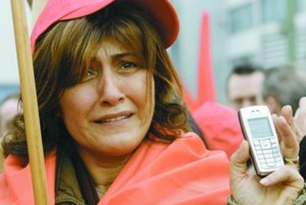 Nokia bola jedným z posledných svetových výrobcov mobilov, ktorý si udržiaval výrobu v Nemecku. Pre vysoké náklady ju teraz presúva do Rumunska.