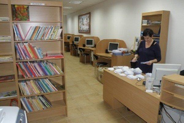 Lazianska knižnica ponúka aj internet, záujem oň však rapídne opadol.