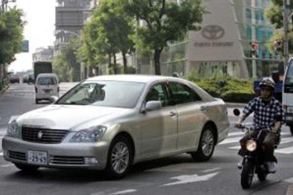 Takmer 300 tisíc kusov modelu Crown musí Toyota stiahnuť.