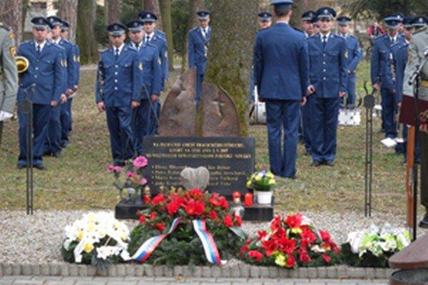Spomienková slávnosť na obete tragédie vo VOP Nováky z roku 2007.