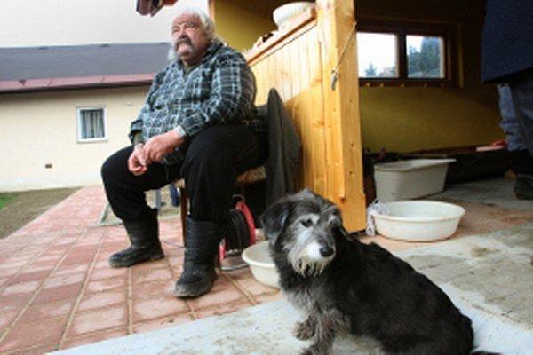 V Handlovej je daň za psa vyššia v bytoch aj v rodinných domoch.