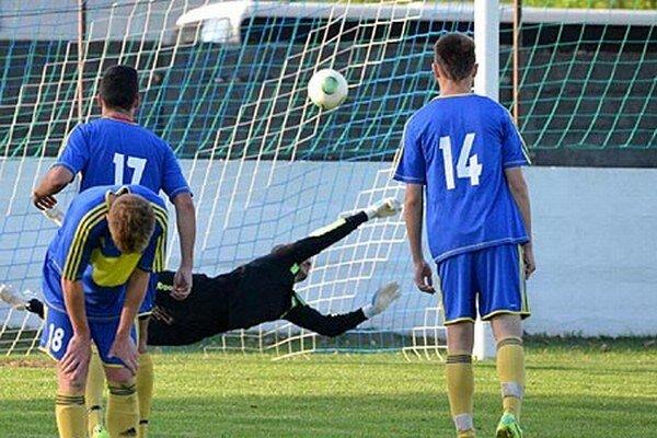 Brankár Vrábeľ Pichňa inkasoval s Nemšovou iba z penalty.