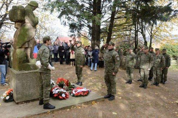 Na vojenskom cintoríne v Nitre - Mlynárciach si dnes uctili vojnových veteránov a obete prvej svetovej vojny.