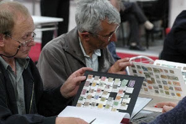Zberatelia sa strenú 17. novembra dopoludnia v jedálni na Ulici Falešníka v Prievidzi.