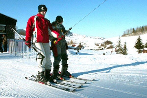 Na hornej Nitre na dobré snehové podmienky lyžiari ešte len čakajú.
