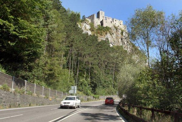 Uzatváranie cesty pod Strečnom pravdepodobne ovplyvní dopravu až na hornej Nitre.