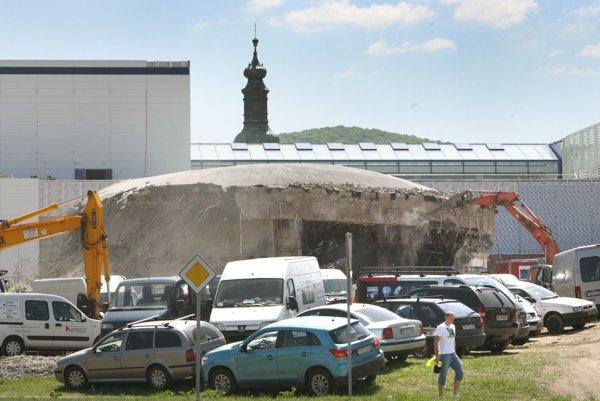 Druhej časti plánovanej Zvolenskej Europy ustúpilo aj pôvodné kino Mier. Nové kino malo byť podľa plánov investora práve v druhej časti Europy, na tlak mesta projekt zmenil a presunul ho do prvej časti komplexu.