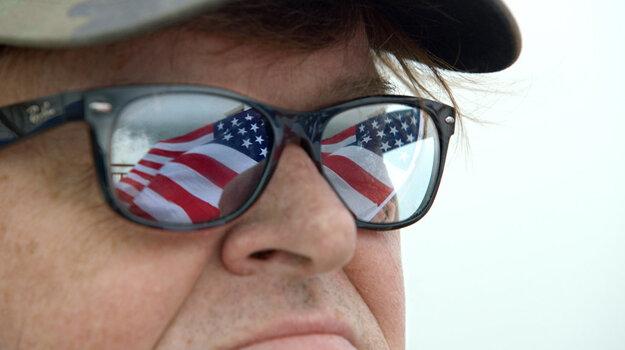 Michael Moore vidí budúcnosť.
