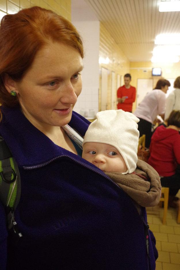 Iva Semančíková prišla aj s dieťatkom. Sama darovať nemohla, zapojil sa manžel.