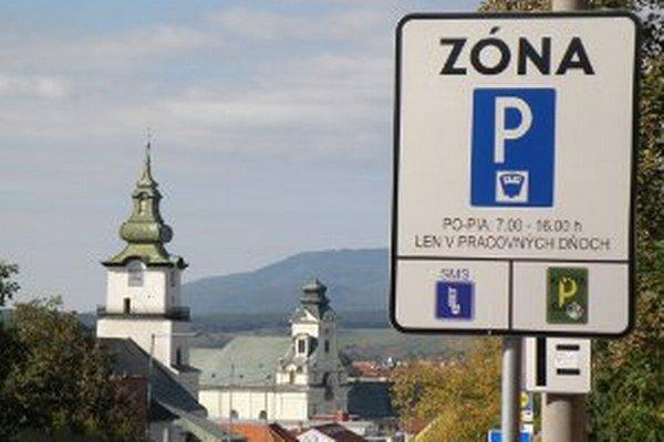 V Prievidzi sa platená parkovacia zóna od 1. novembra rozšíri.