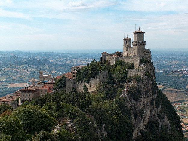 Dominantou miništátu San Marino je pevnosť Rocca Guaita.
