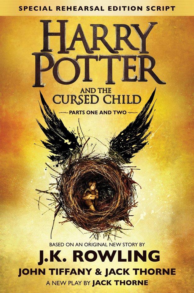 Špeciálny diel je vlastne scenárom k divadelnej hre. Vychádza v nedeľu, v deň narodenín Harryho Pottera.