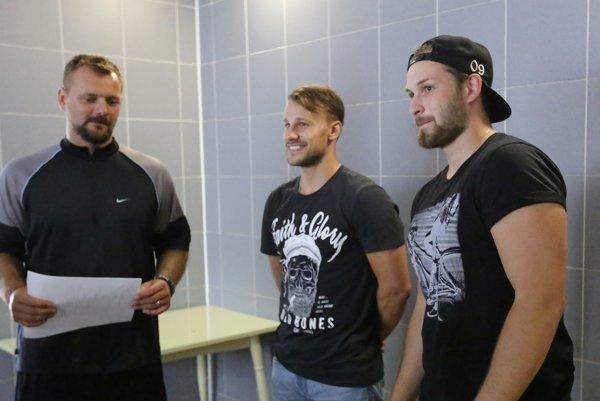 Andrej Podkonický s novými posilami Fjodorom Chrapakom (uprostred) a Dmitrijom Abramovom