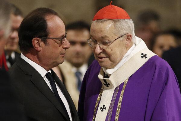 Francois Hollande počas rozhovoru s arcibiskupom.