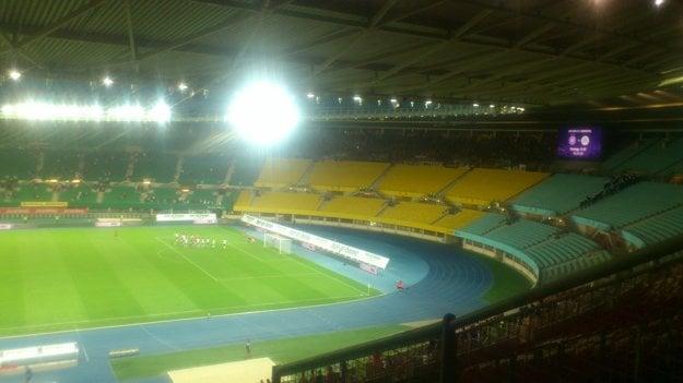 Dobojované!!! Futbalisti Spartaka získali vo Viedni cenné víťazstvo 1:0 a pred odvetou majú dobrú východiskovú pozíciu. Ďakovačka s fanúšikmi nesmela chýbať.