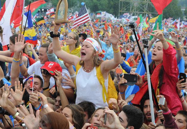 Pápeža s nadšením vítali státisíce účastníkov podujatia.
