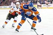 Andrej Sekera bude prvý raz v kariére najlepšie plateným Slovákom v NHL.