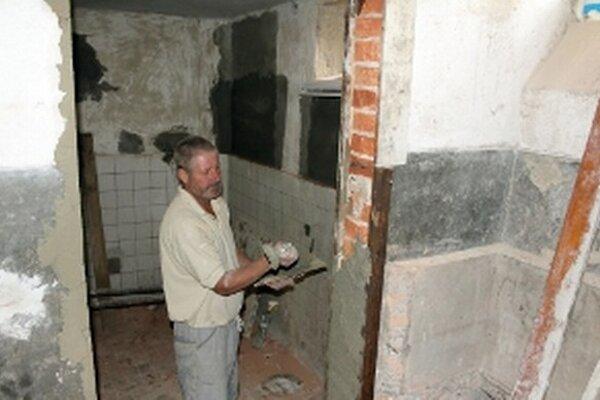 V niekdajšej škole v Malinovej prebiehajú stavebné úpravy.