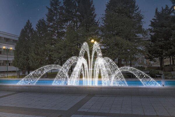 Rozžiari sa aj fontána.