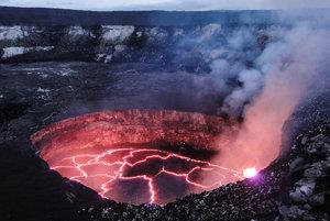 Lávové jazero v krátere sopky Kilauea.