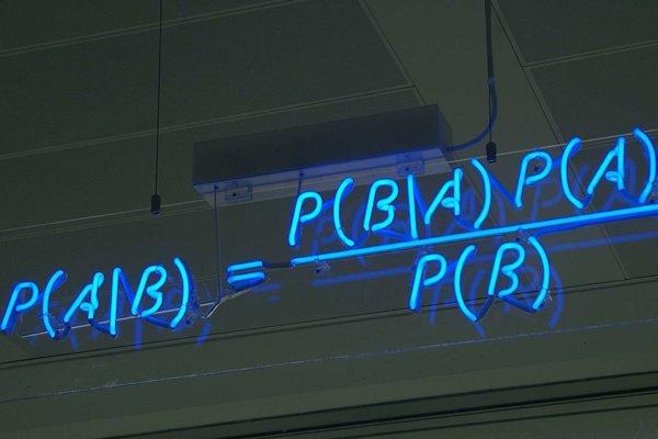 Vzorec pre výpočet bayesovej pravdepodobnosti.