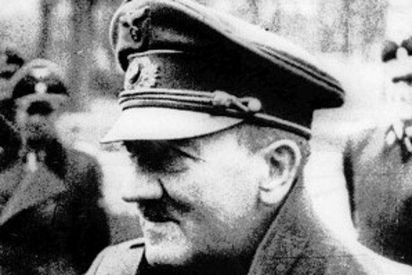 Hitler počas posledného verejného vystúpenia v roku 1945.
