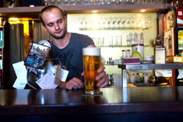 Voľné sú aj miesta barmanov a čašníkov.