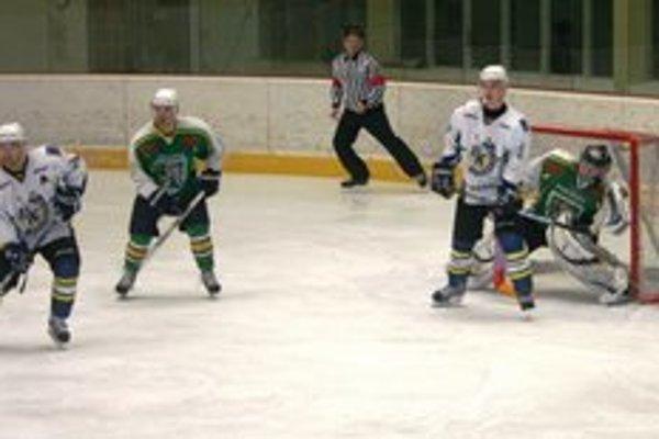 Hokejisti Prievidze favorita súťaže poriadne potrápili.