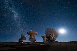 Mimozemskú inteligenciu hľadáme aj pomocou veľkých rádioteleskopov.