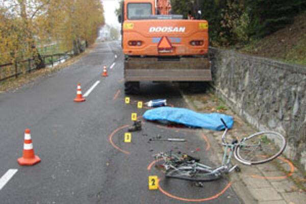 Pri nehode v Nedožeroch-Brezanoch prišiel o život cyklista.