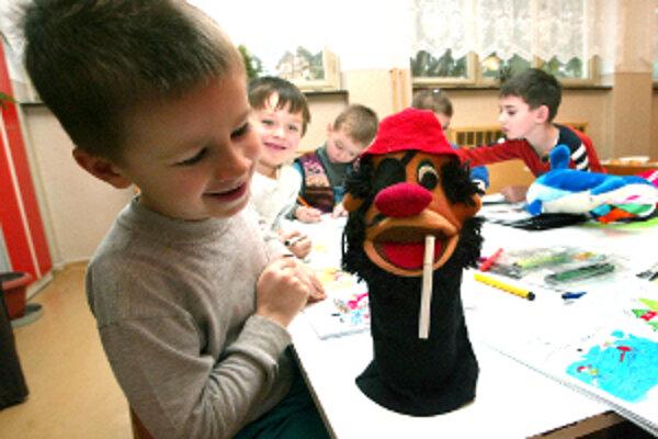 Škôlky prednostne prijímajú deti od troch rokov.