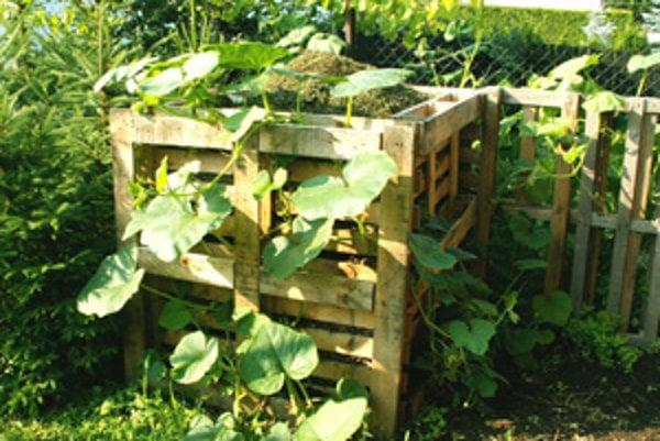 Ivan Ondrejka vyrobil kompostovisko z drevených paliet.
