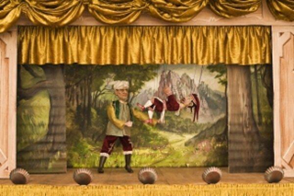 Bábkové divadlo mohli diváci sledovať v zámockej priekope.
