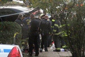 Polícia uviedla, že nešťastie zapríčinil 52-ročný muž šoférujúci čierne auto značky Dodge Charge.