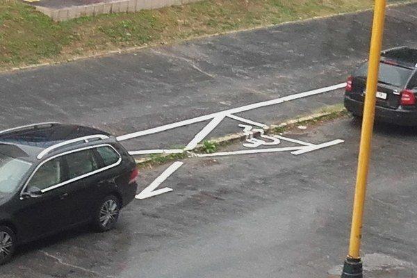Parkovacie čudo - judo. Toto riešenie dopravný expert skritizoval.