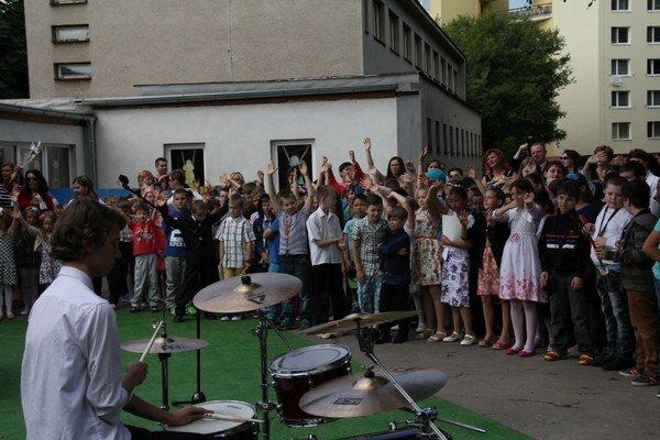 Školáci. Takto sa vlani lúčili so školským rokom v ZŠ na ulici Matice slovenskej.