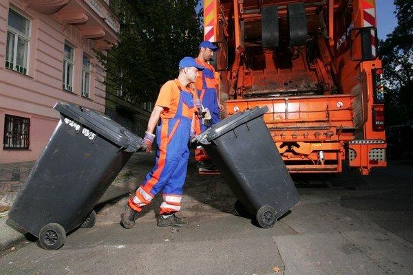 Vývoz odpadu. Podľa zmluvy ho do konca leta má zvážať do Petroviec spoločnosť Ozón.