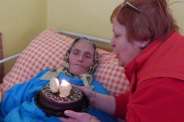 Sestra Viera Verešpejová. Nezabúda na pacientov ani pri životných jubileách.