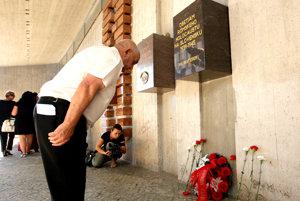 Pri pamätníku v Banskej Bystrici.