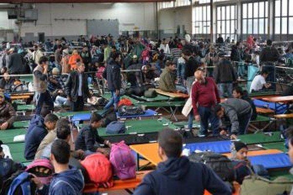 Rozsiahle potýčky medzi migrantmi vypukli v troch preplnených prijímacích utečeneckých strediskách na severe Nemecka.