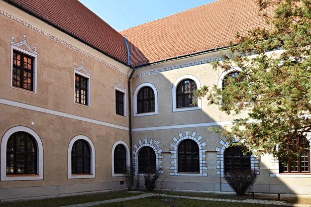 Východné nádvorie múzea po rekonštrukcii