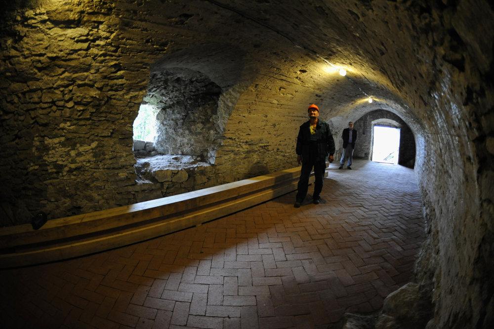 Zdenko Petrásek, koordinátor prác na hrade v zrekonštruovanej časti hradu.