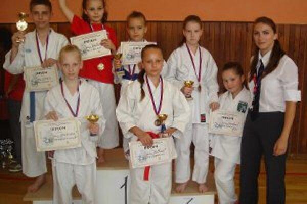 Pretekári ŠŠK Prievidza od januára získali spolu 81 medailí.
