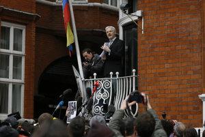 Julian Assange už viac ako štyri roky žije v priestoroch ekvádorskej ambasády v Londýne.