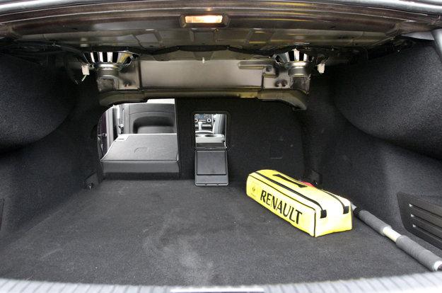 Batožinový priestor je na pomery sedanu slušný.