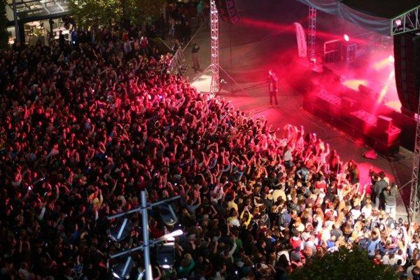 Nebudú chýbať koncerty známych muzikantov ani dídžeji.