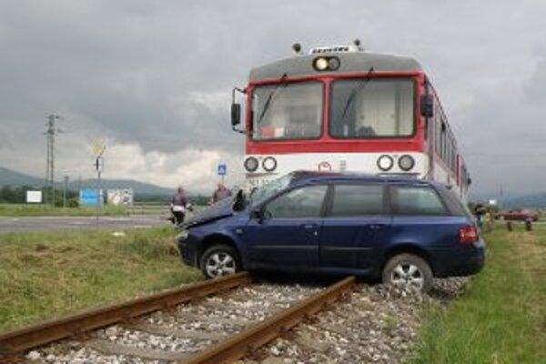 Škoda na aute je asi 4000 eur, na vlaku 100 eur.