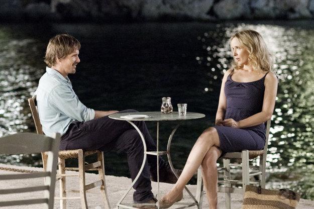 Julie Delpy s Ethanom Hawkom vo filme Pred polnocou.